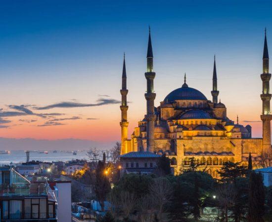 istanbul-nigth-turkey-shutterstock_250783048-1024x698